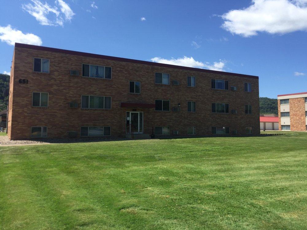Edgewater Apartments: 675 W Sarnia St, Winona, MN