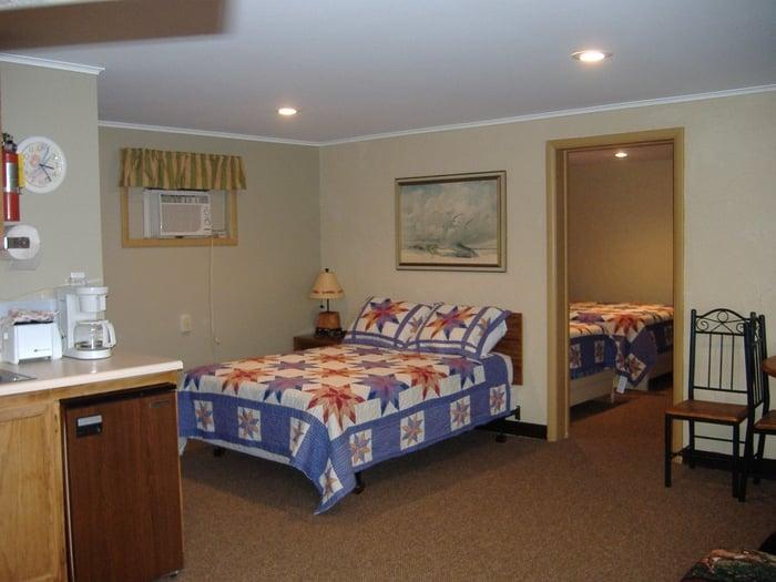 Travelers Motel: 5606 8 Mile Rd, Onekama, MI