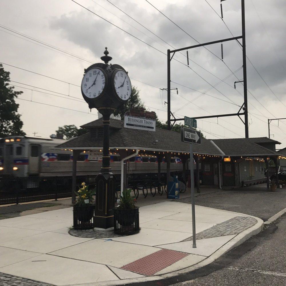 Bussingers Trains: 23 W Butler Ave, Ambler, PA