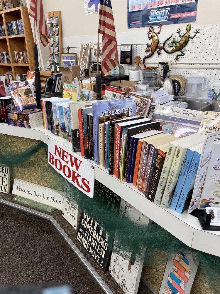 And Books Too: 918 6th St, Clarkston, WA