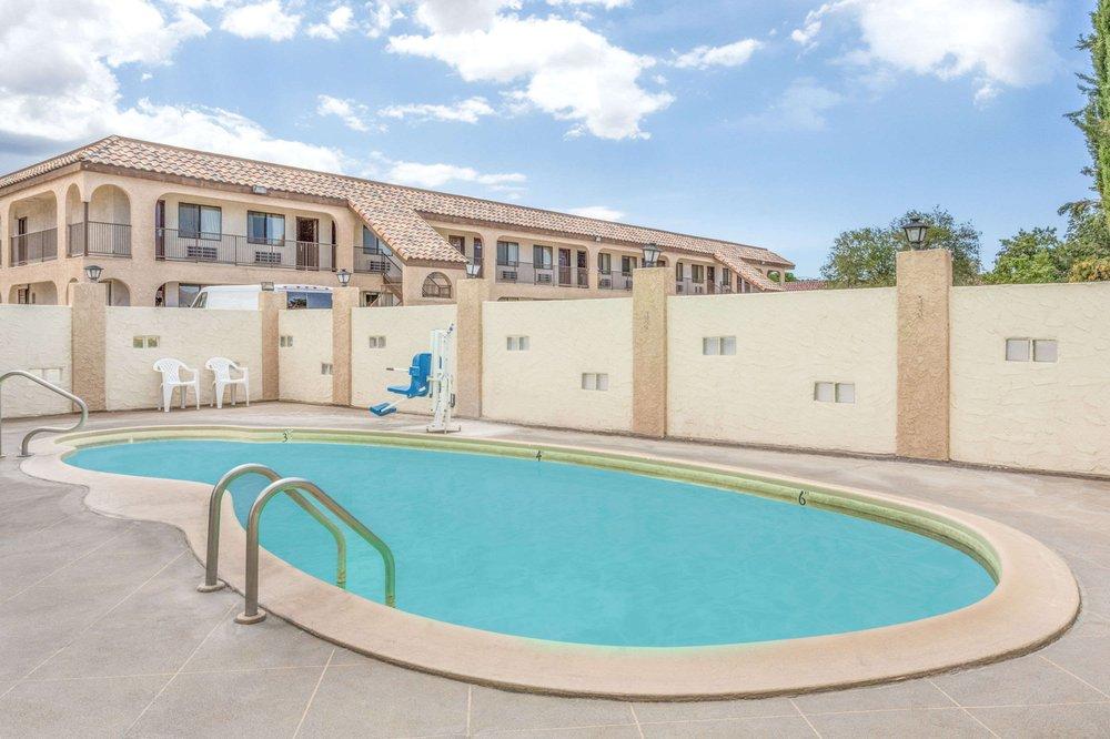 Days Inn by Wyndham Kingman East: 3381 East Andy Devine, Kingman, AZ