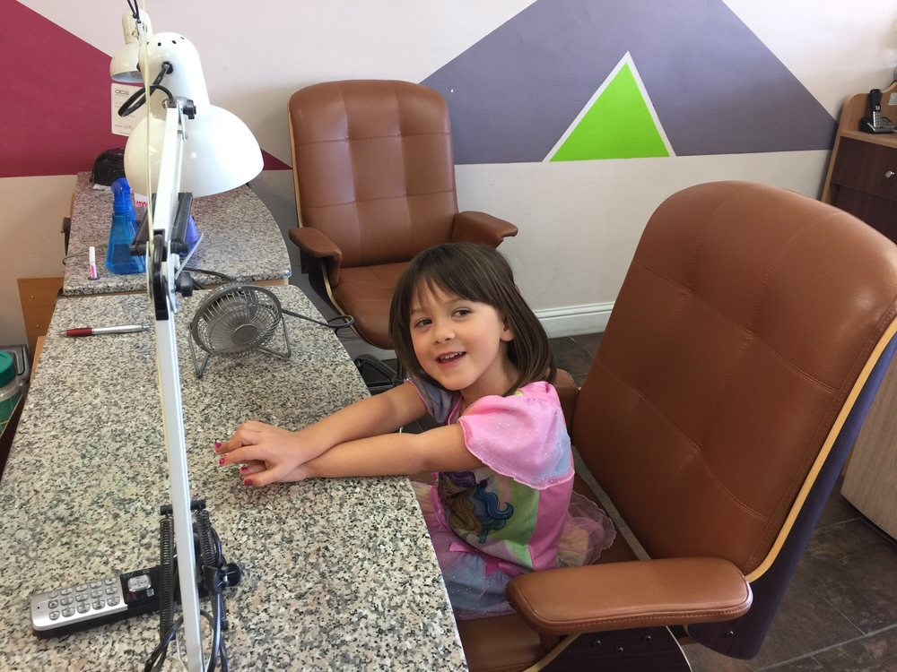 Queen 4 Nails & Spa: 831 Spring St, Paso Robles, CA