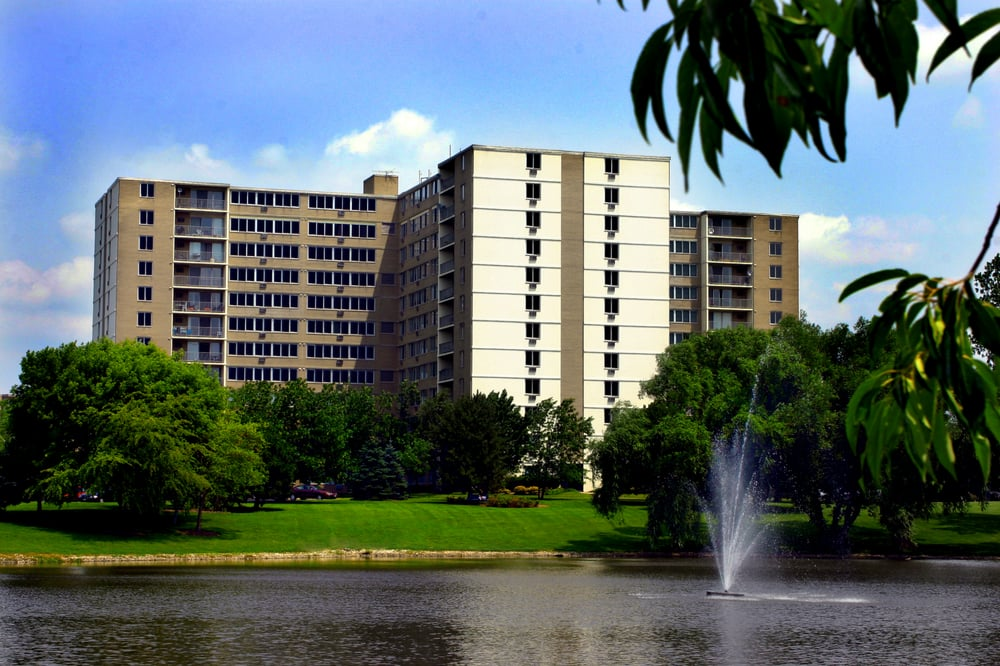 Thumbnail for Village In The Park Apartments - Schaumburg, IL
