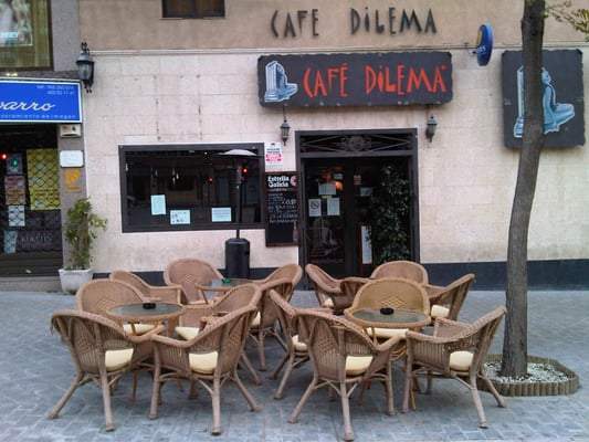 51b078093c Dilema - Coffee   Tea - Avenida Pintor Xavier Soler
