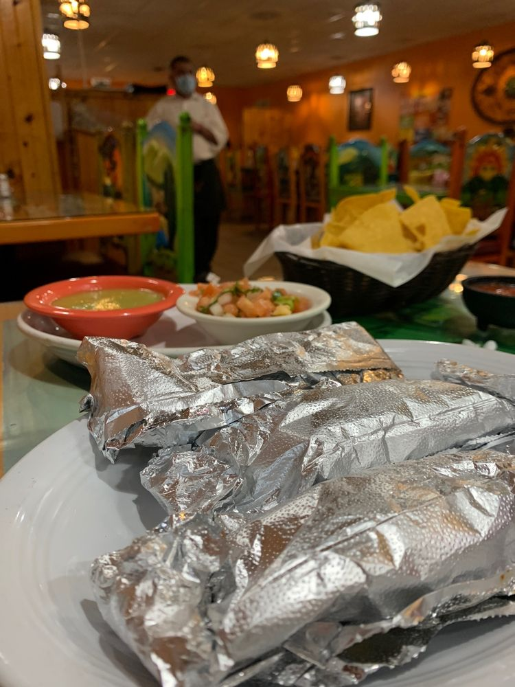 Los Bravos Mexica Restaurant: 504 W Broadway St, Loogootee, IN