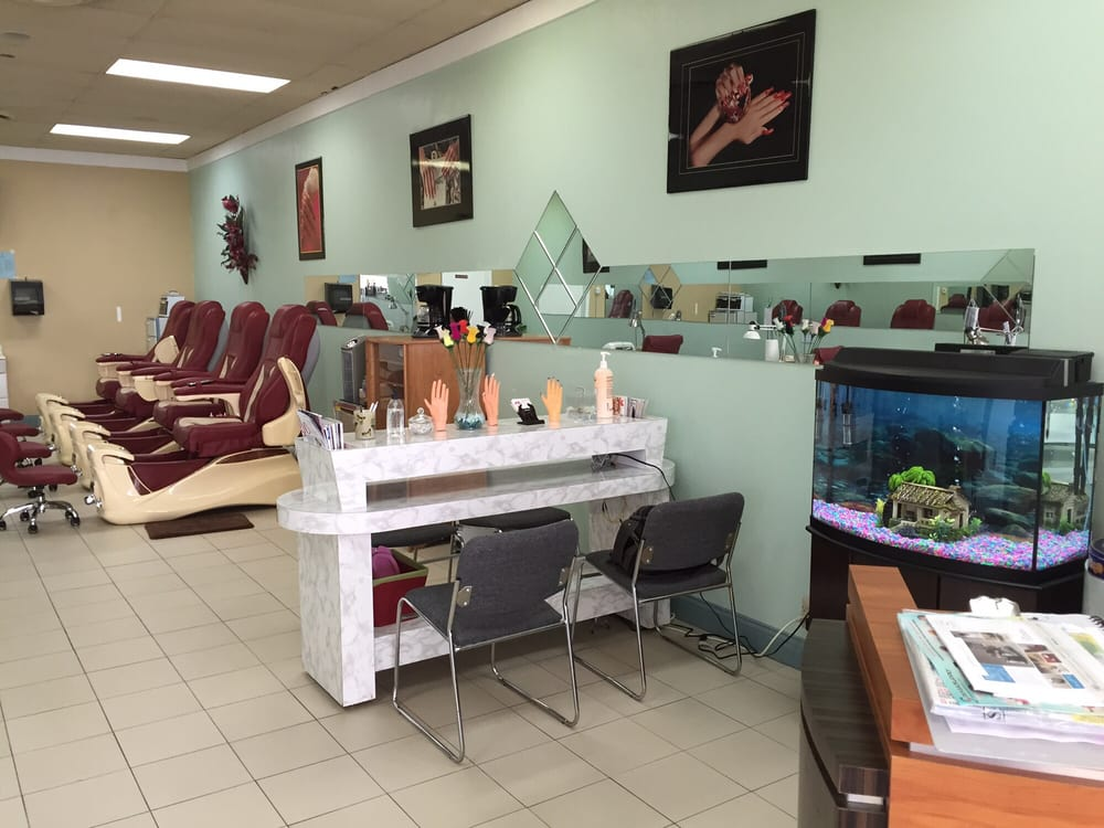 Le Nails: 5962 W Jefferson Blvd, Fort Wayne, IN