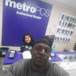 MetroPCS - Mobile Phones - 988 Civic Center Dr, Vista, CA