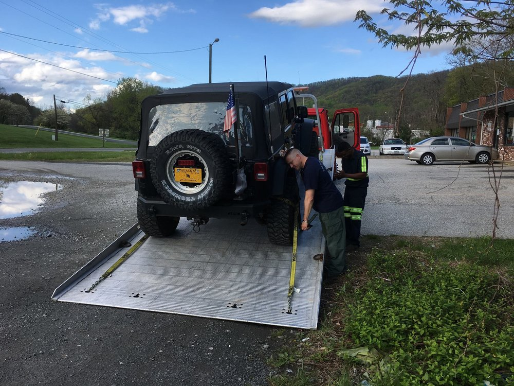 Towing business in Hollymead, VA