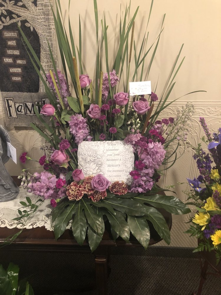 Howie's Floral: 309 Maine Ave, Adrian, MN