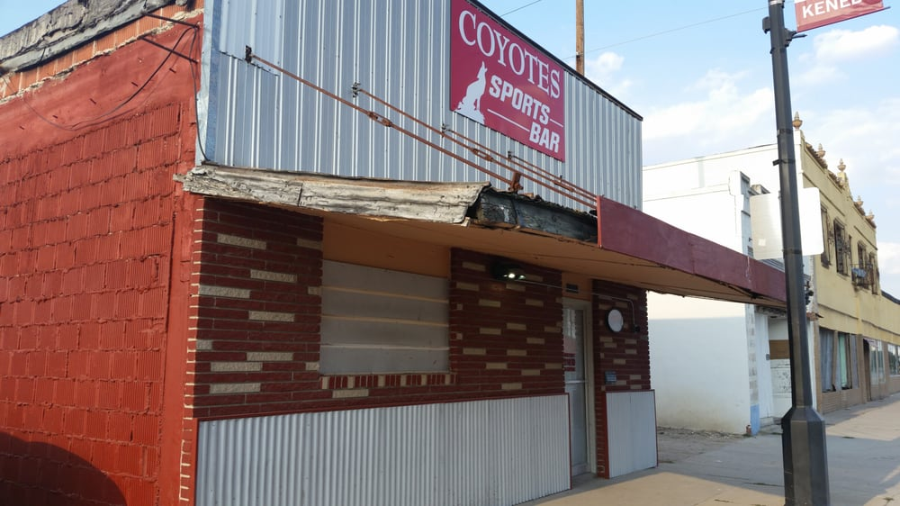 Coyotes: 116 W Main St, Kenedy, TX