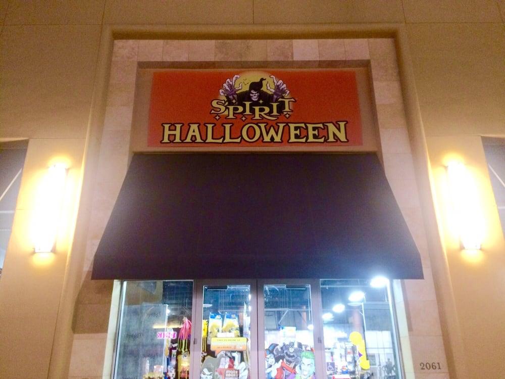 spirit halloween folsom hours