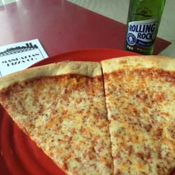 Manhattan Pizza 17 Reviews Pizza 490 Main St Great Barrington