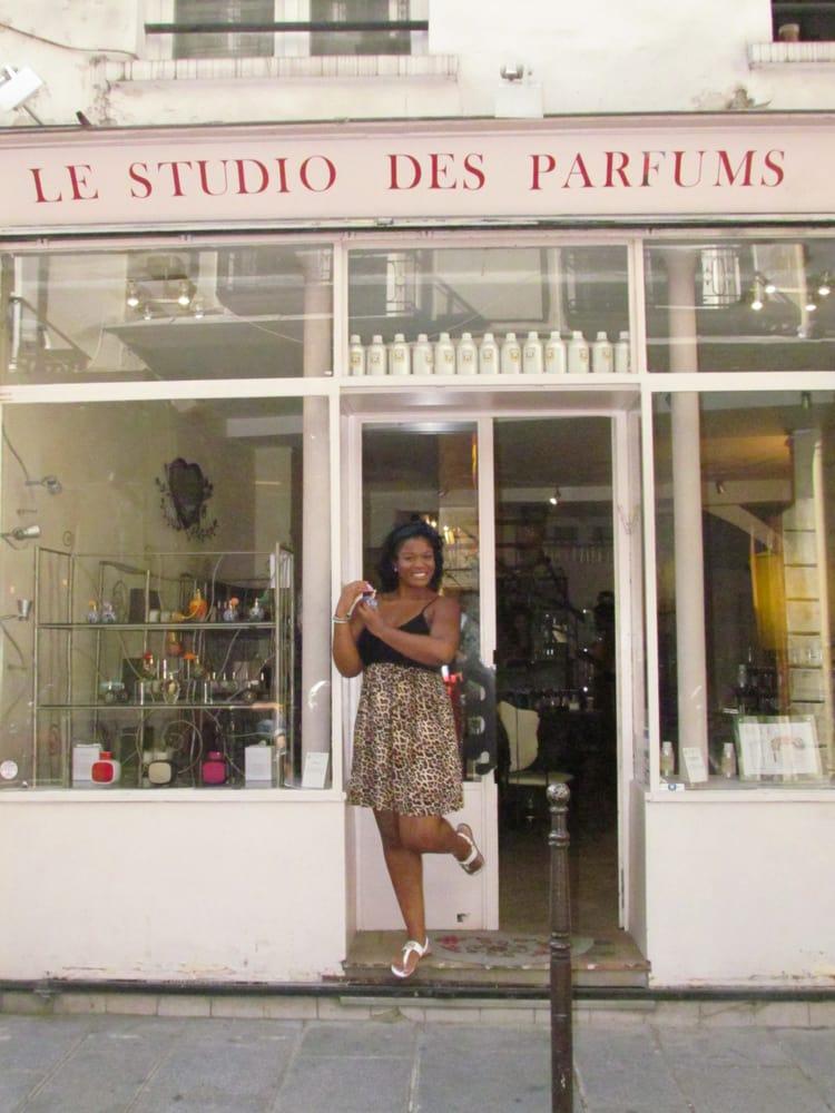 outside le studio des parfums yelp. Black Bedroom Furniture Sets. Home Design Ideas