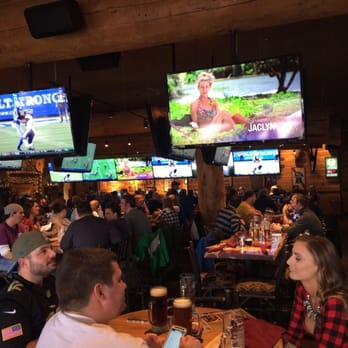 Twin Peaks 130 Photos Amp 76 Reviews Sports Bars 6880