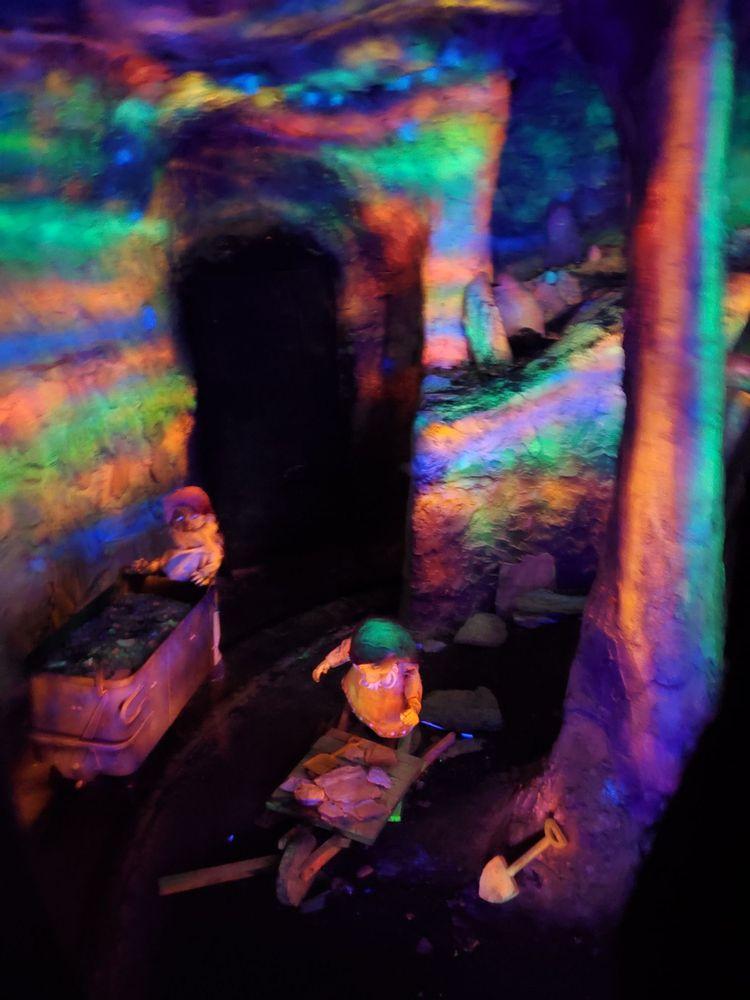 Enchanted Forest: 8462 Enchanted Way SE, Turner, OR