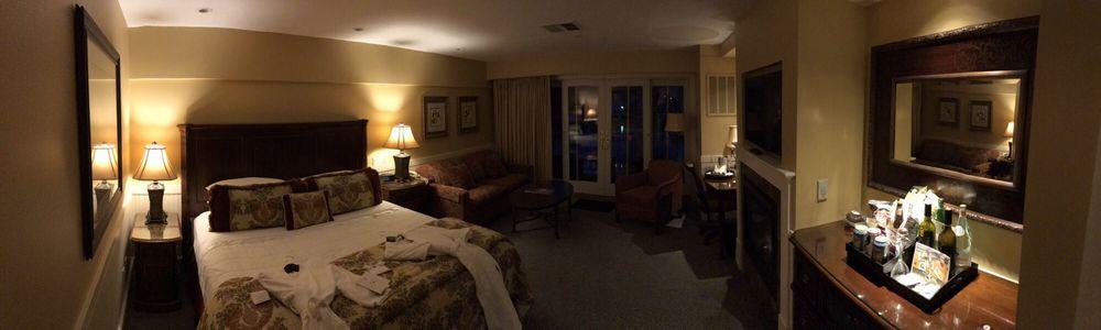 Grand Harbor Inn: 14 Bay View Lndg, Camden, ME