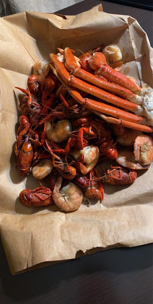 Wiler's Crawfish: 200 East End Blvd, Marshall, TX