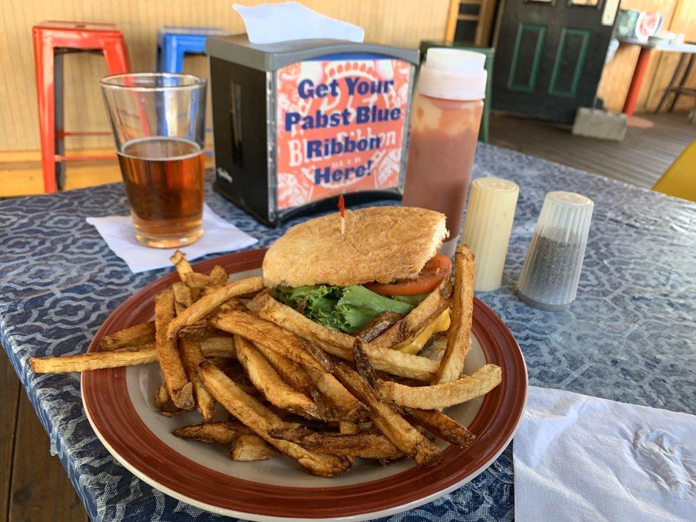 Pitt Stop Pub: 430 S Erie St, Mercer, PA