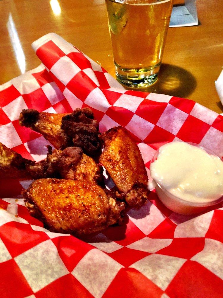 Brewster's Bar & Grille: 9239 Highway 52, Portland, TN