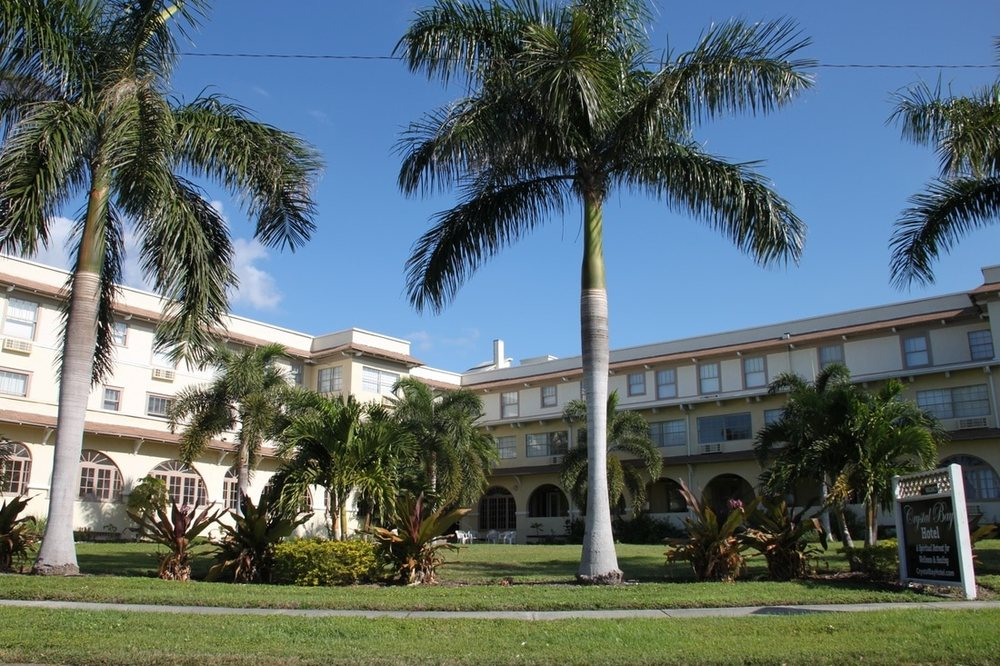 Crystal Bay Hotel: 7401 Central Ave, Saint Petersburg, FL