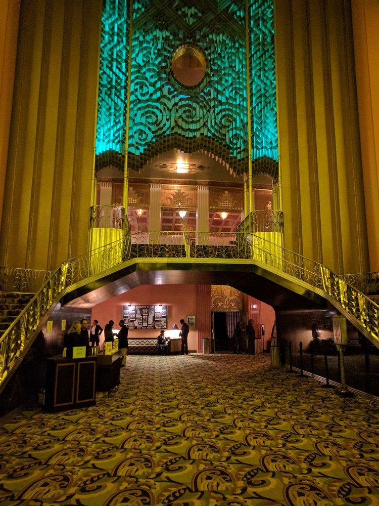 Restaurants Near Paramount Theater Oakland