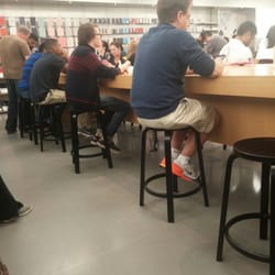 Photo Of Apple Store   Richmond, VA, United States. More People Waiting For