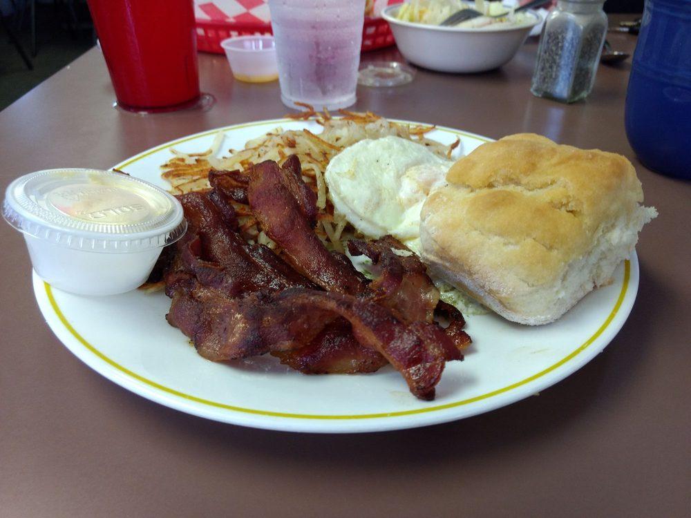 Shelly's Route 66 Cafe: 402 E Washington St, Cuba, MO
