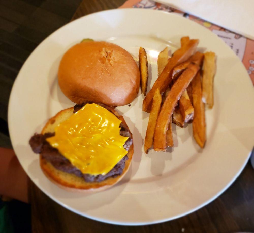 Maple Corner Restaurant & Pub: 1126 Liberty St, Covington, IN