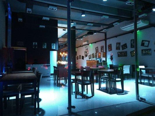 Photo Of Presly Bar   Buenos Aires, Argentina. Desde El Patio Abierto Se Ve