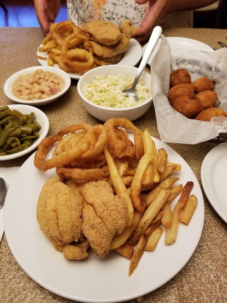 Boyette's Dining Room: 10 Boyette Rd, Tiptonville, TN