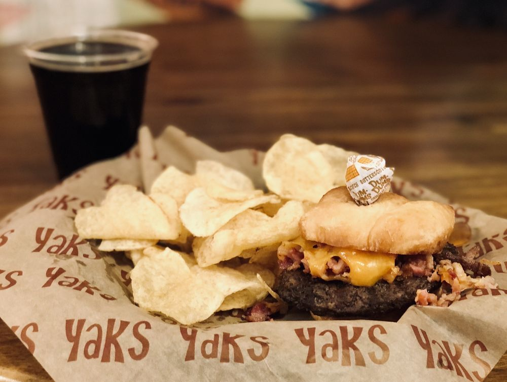 Yak's on the 5: 4917 Dunsmuir Ave, Dunsmuir, CA