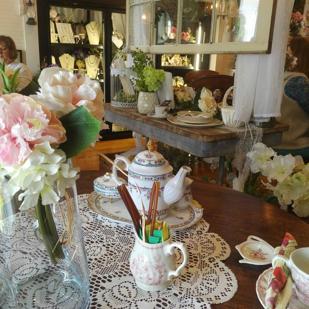Draper Blooms Tea Garden & Sipping Apothecary: 3066 Greenbriar Rd, Draper, VA
