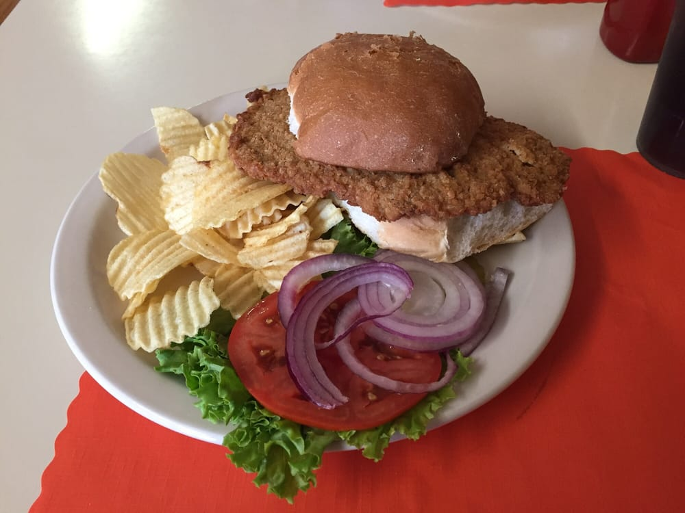 The Wagon Wheel Cafe: 123 S Broadway Ave, West Bend, IA