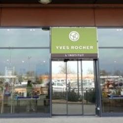 Yves rocher ferm parfumerie cc auchan bouliac bordeaux num ro de t l phone yelp - Auchan bouliac horaires ...