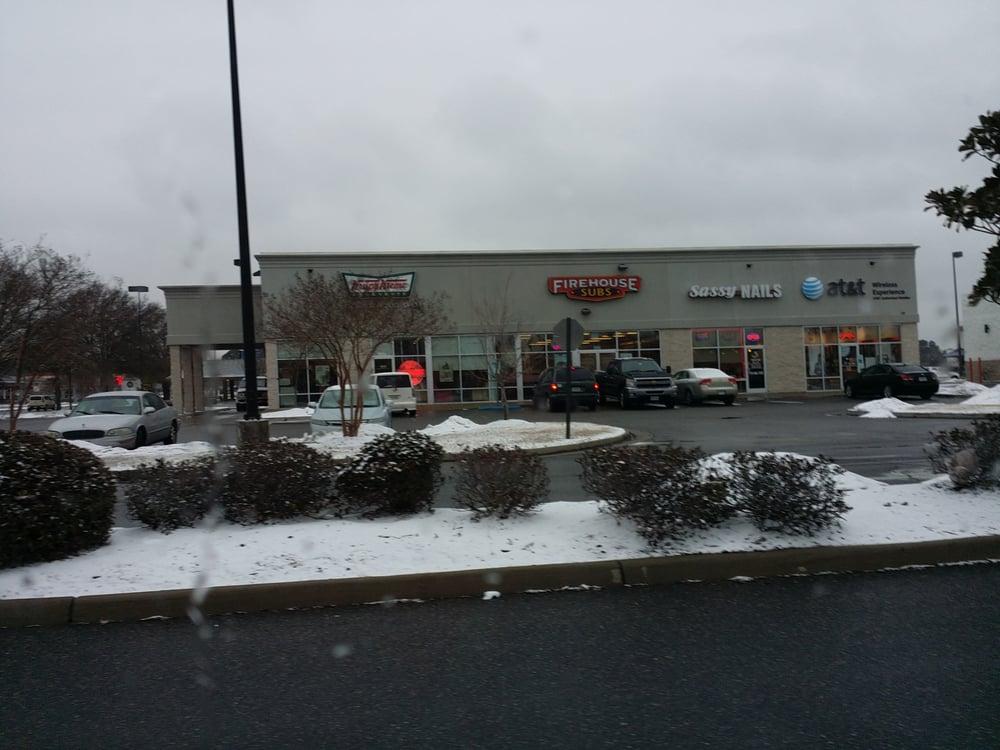 Krispy Kreme: 4028 Victory Blvd, Portsmouth, VA