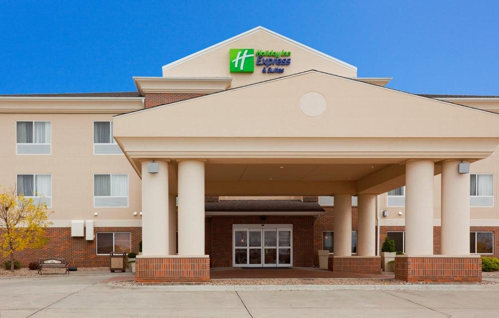 Holiday Inn Express & Suites Yankton: 2607 Broadway Ave, Yankton, SD