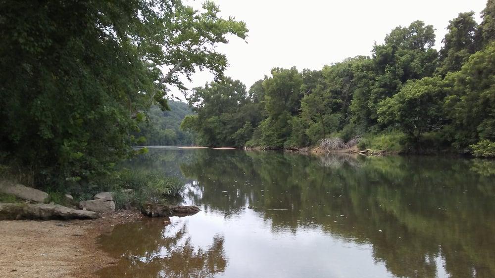 Garrison's Canoe Rental & Rv Campground: Steelville, MO