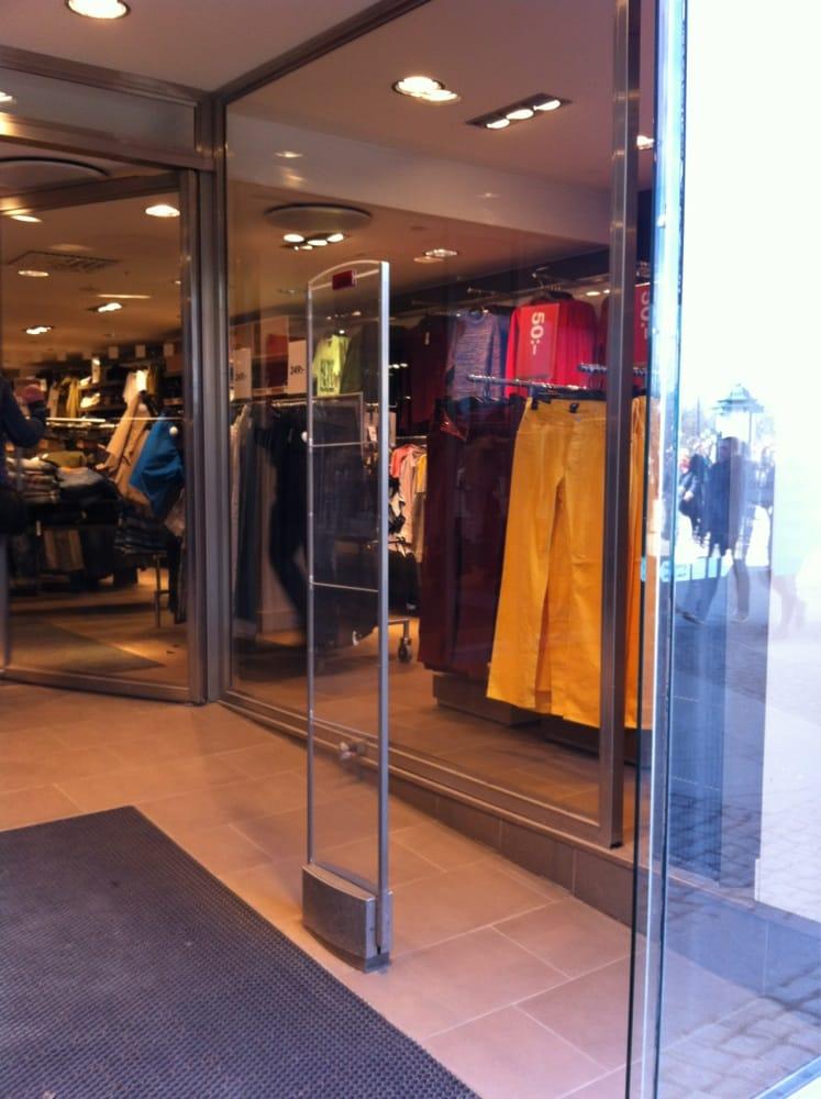 H & M Hennes & Mauritz Sverige