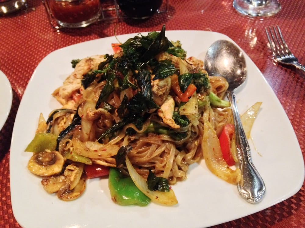 Drunken noodles skinny noodle add broccoli yelp for Authentic thai cuisine