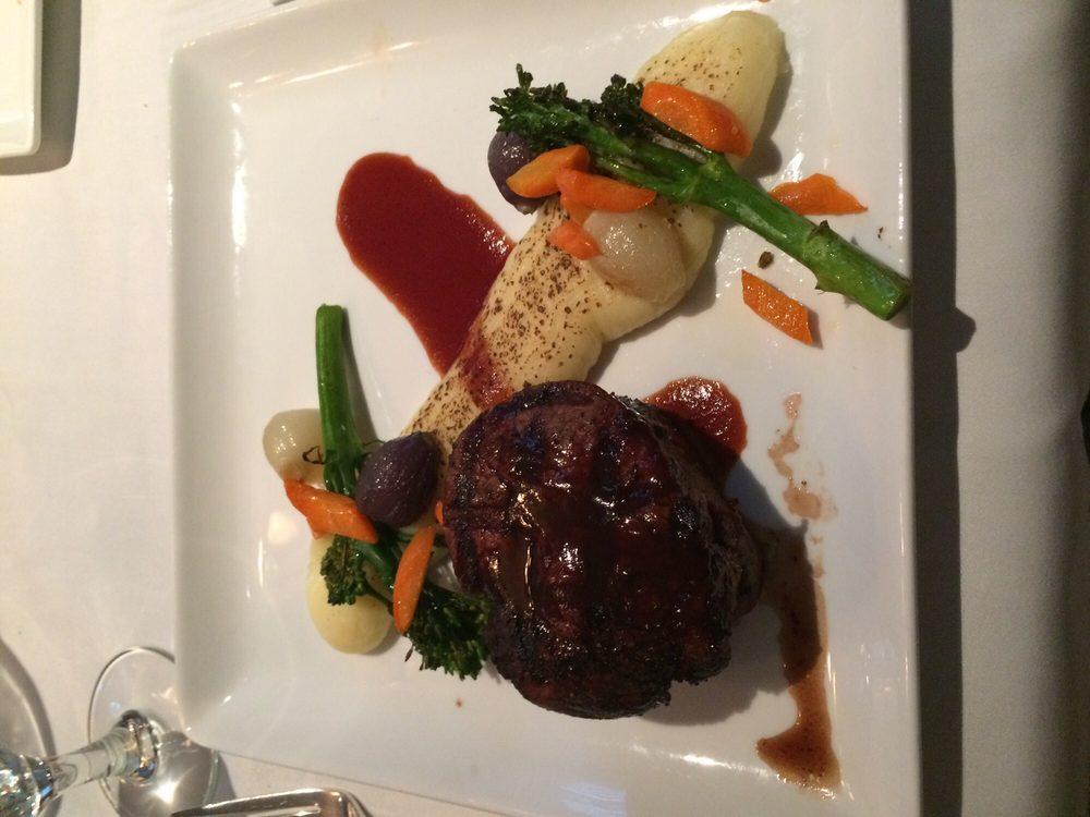 Bretton Arms Dining Room: 173 Mt Washington Rd, Carroll, NH