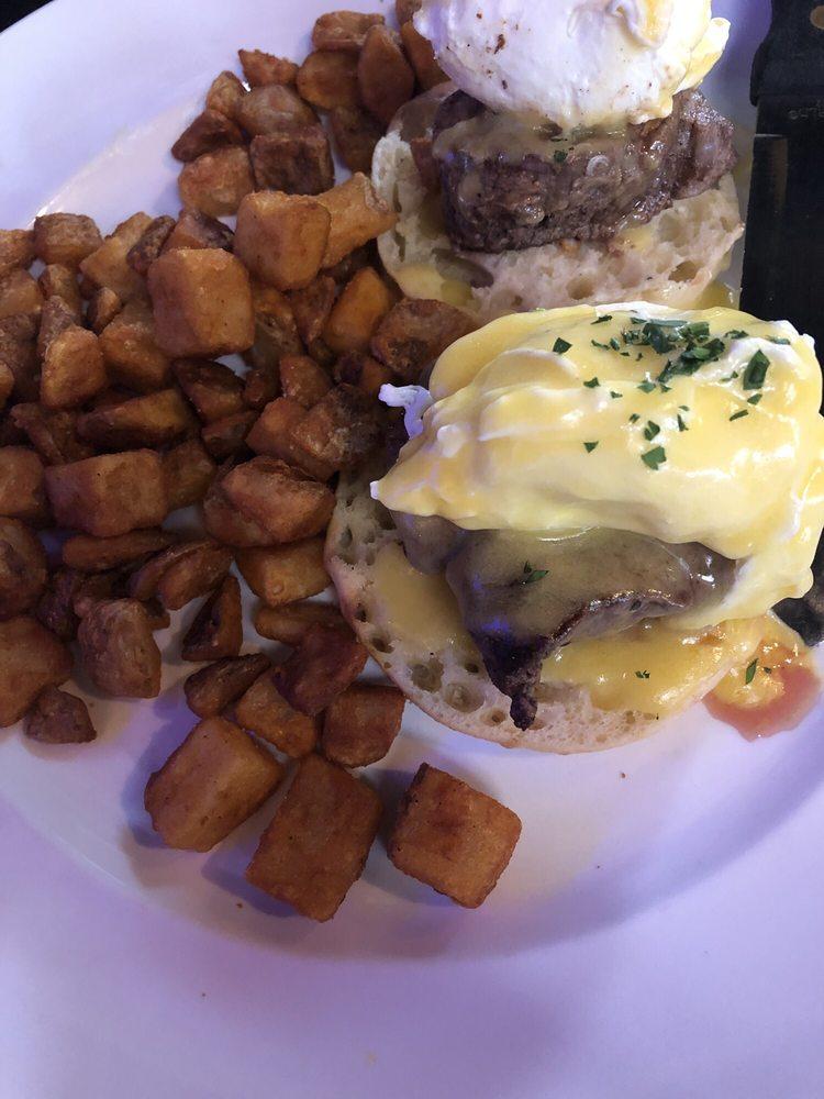 Harvey's Grill and Bar: 3055 Tittabawassee Rd, Saginaw, MI