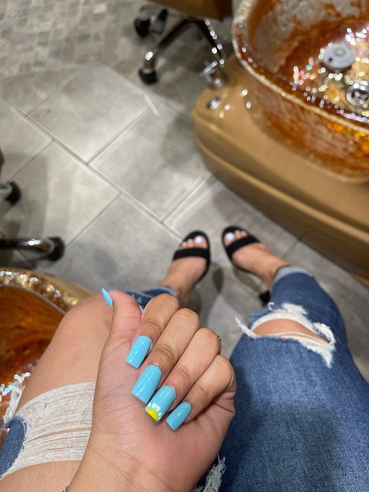 Vip Nails: 2571 NW Arterial, Dubuque, IA