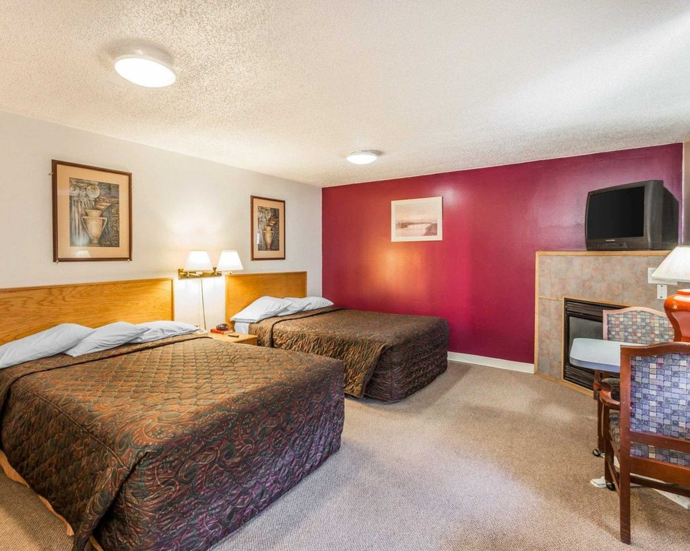 Rodeway Inn & Suites: 122 North Main St, Omak, WA
