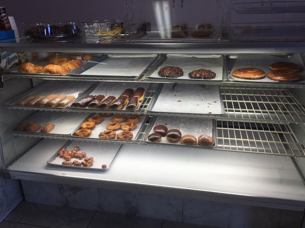 Lollies Donuts: 7035 California City Blvd, California City, CA