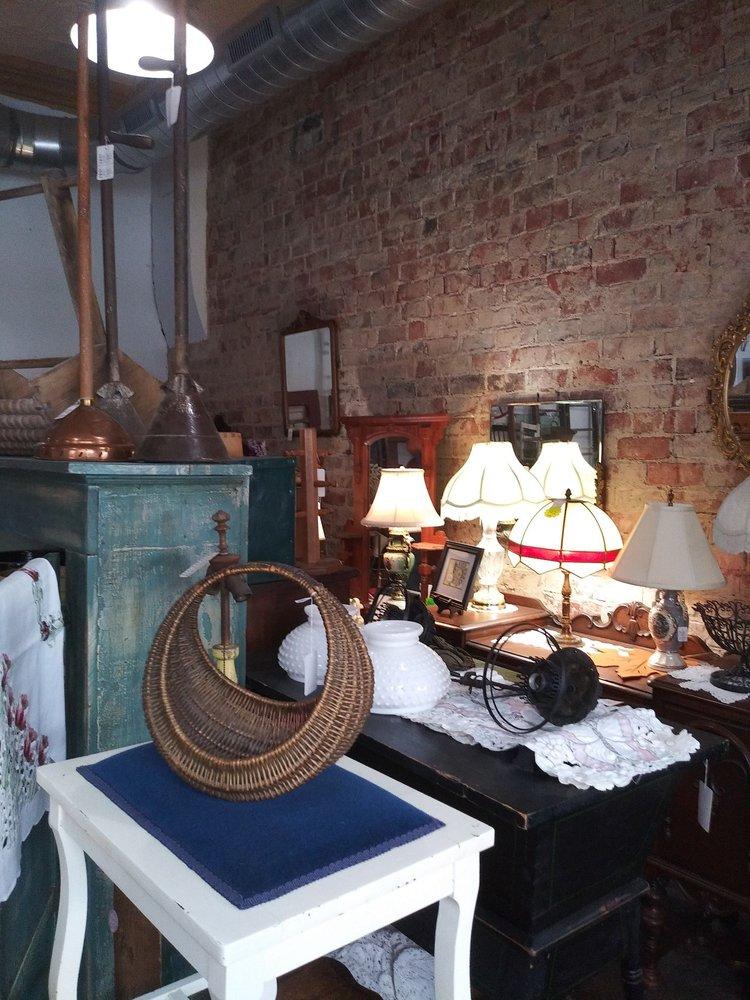 Ten Thousand Treasures: 101 N Main St, Kirklin, IN