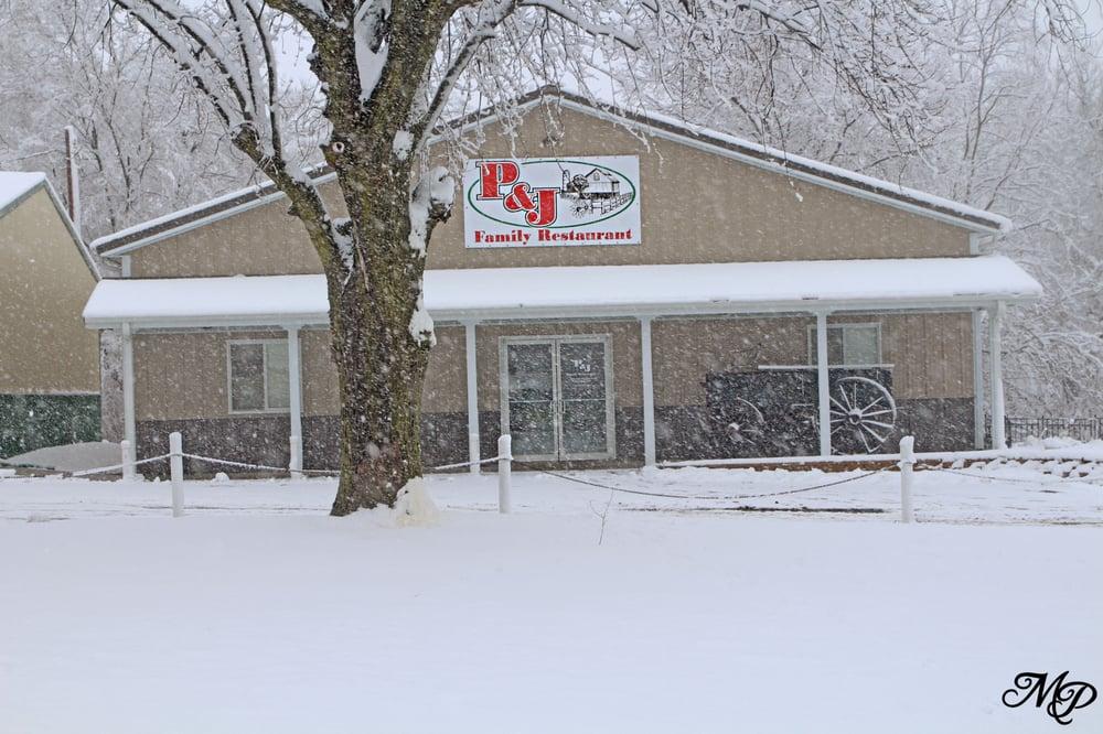 P & J Family Restaurant: 100 Locust St, De Kalb, MO