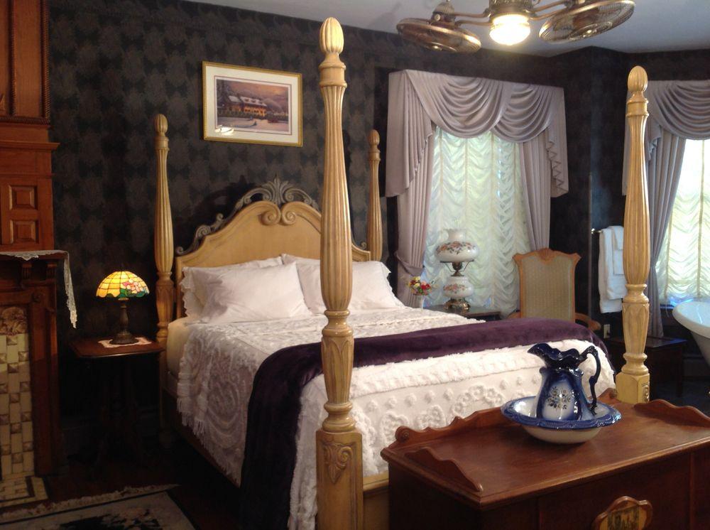 Hermansader's Victorian Mansion B&B: 420 Chestnut St, Columbia, PA
