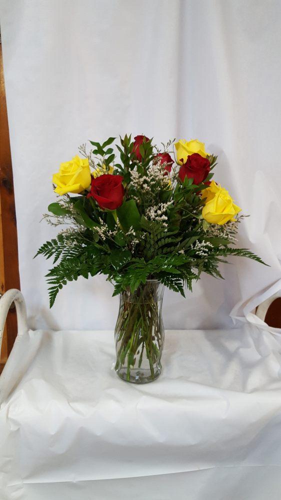 Aransas Flower Company: 2106 W Wheeler Ave, Aransas Pass, TX