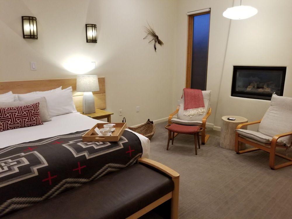 Ojo Santa Fe Spa Resort: 242 Los Pinos Rd, Santa Fe, NM