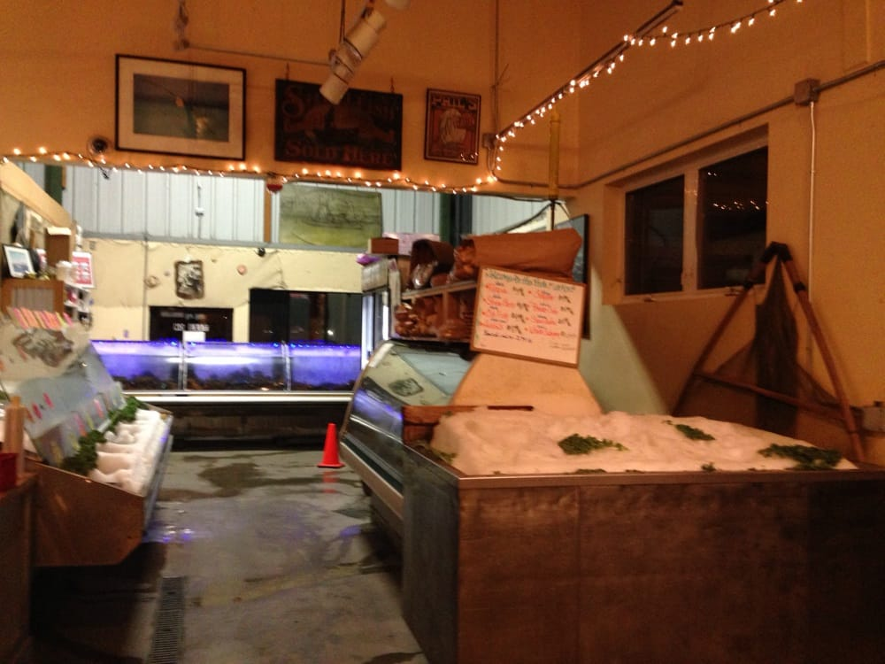 Fish market at phil 39 s gate hours yelp for Phil s fish market moss landing